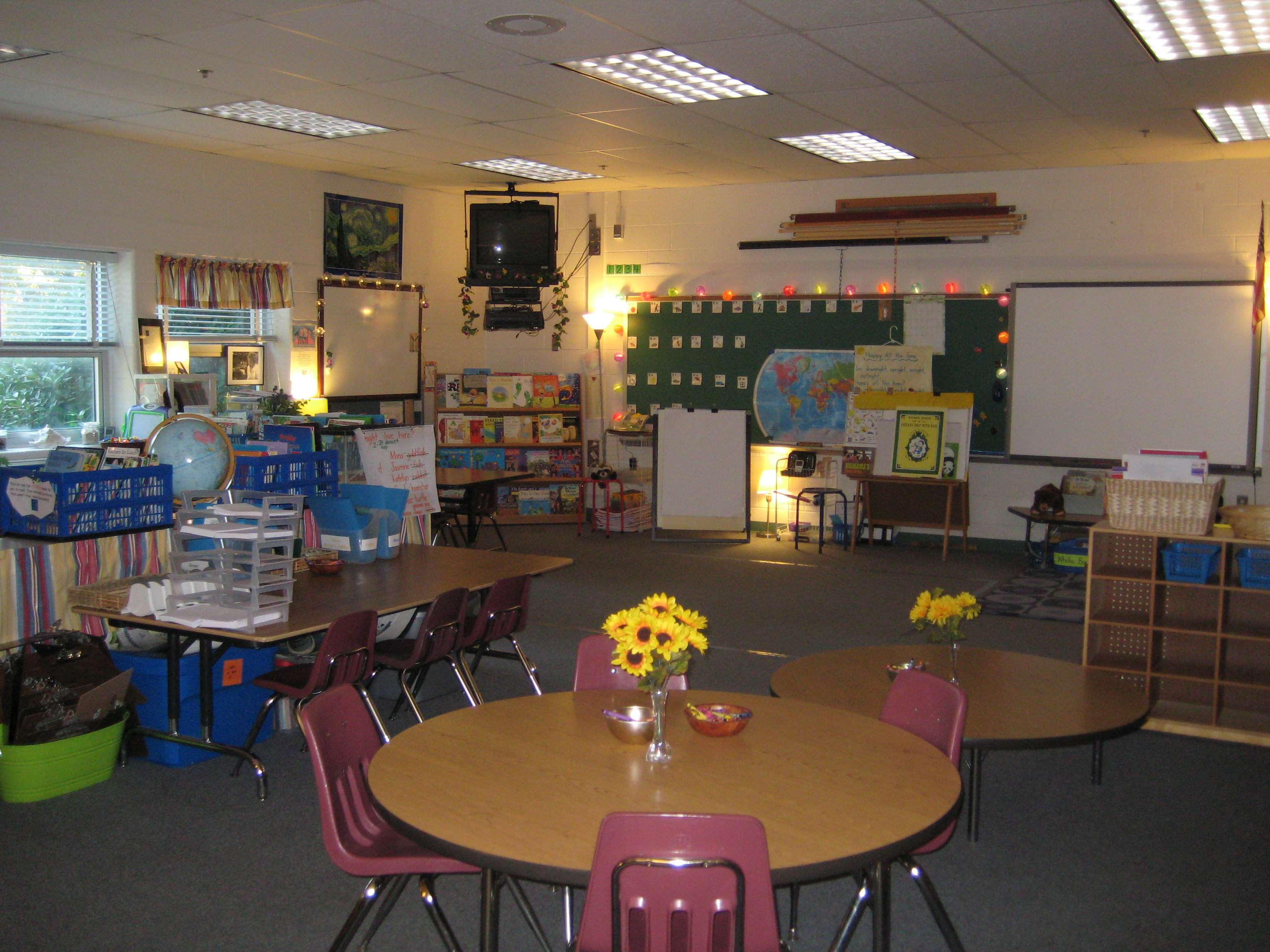 Reggio Classrooms http://catchingreaders.com/2010/08/15/designing-your-classroom-space/